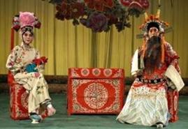opera-de-beijing-escenario-mesas-sillas